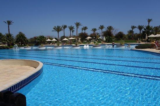 Steigenberger Al Dau Beach Hotel : pool