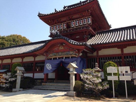 Isaniwa Shrine: 境内