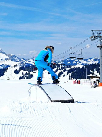 Easy 2 Ride Ski and Snowboard Academy: practising presses