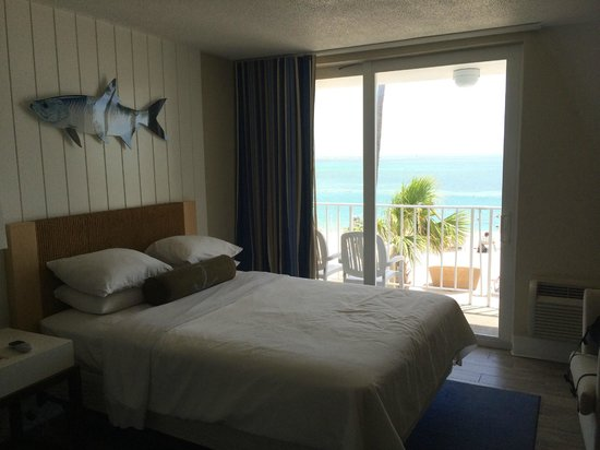 Postcard Inn Beach Resort & Marina at Holiday Isle: View from queen oceanfront room in building 1