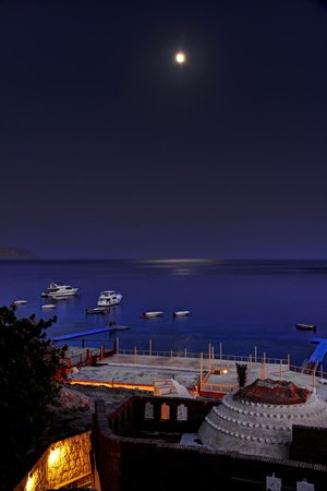 Sharks Bay Umbi Diving Village : Full moon in sharks bay