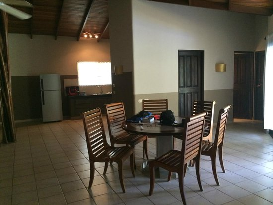 Cala Luna Luxury Boutique Hotel & Villas : Seating for six in the dining area.