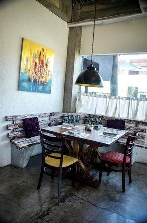 The Henry Hotel Cebu: corner table