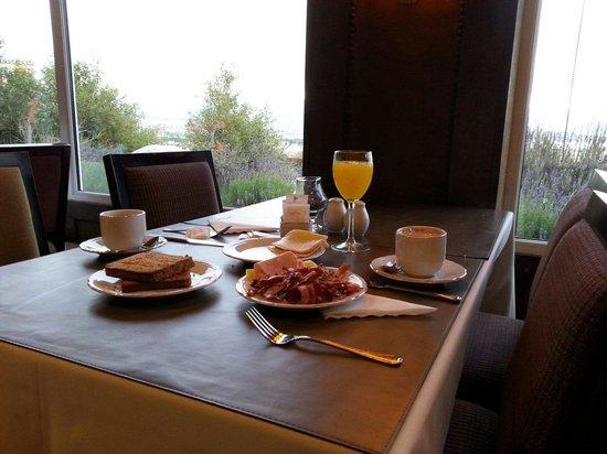 Alto Calafate Hotel Patagonico: Desayunando