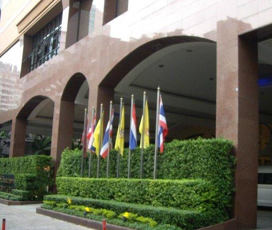 Rembrandt Hotel Bangkok: ホテルの外観