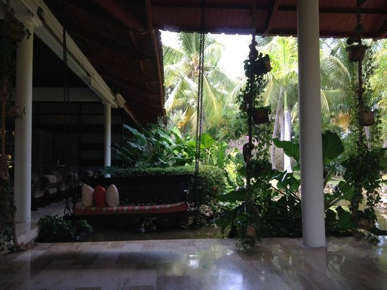 Paradisus Punta Cana : Lobby seats to wait for trolley