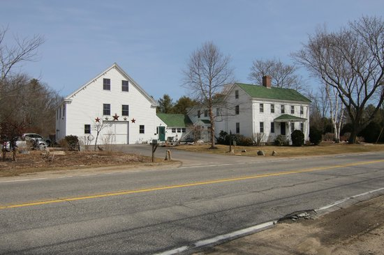 Hounds Tooth Inn: Front view of the HTI.