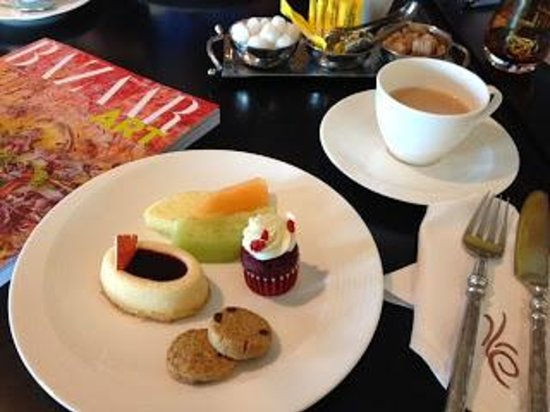 Jumeirah Mina A'Salam: Afternoon Tea at the Club Executive Lounge