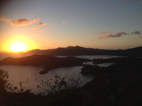 Shirley Heights Lookout : Sunset at Shirley Heights