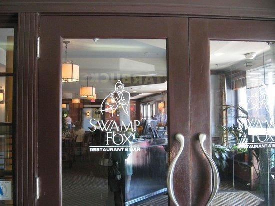 Swamp Fox Restaurant: Entrance