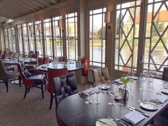 Riverside Restaurant: inside the restaurant