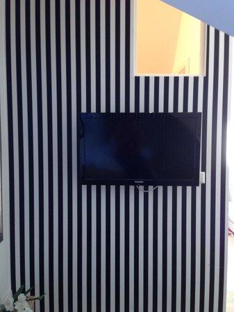 Villa Delange : Blick auf den TV vom Einzelbett