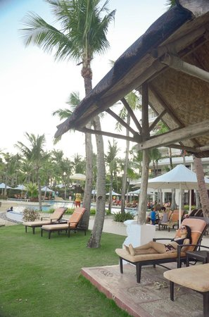 Shangri-La's Mactan Resort & Spa: pool area