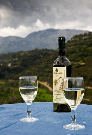 Ksipetra: μια συννεφιασμένη μέρα και ένα τοπικό κρασί...
