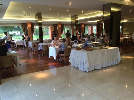 Falésia Hotel : top end of dining room