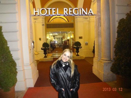 Hotel Regina: Porta de Entrada