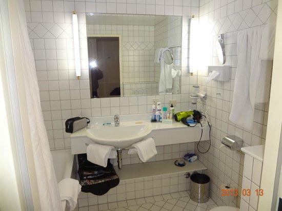 Hotel Regina: Amplo banheiro