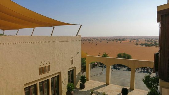 Al Maha, A Luxury Collection Desert Resort & Spa : Aussicht auf die Restaurant-Terrasse