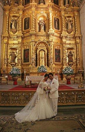 Templo de Santo Domingo de Guzmán: Young Couple