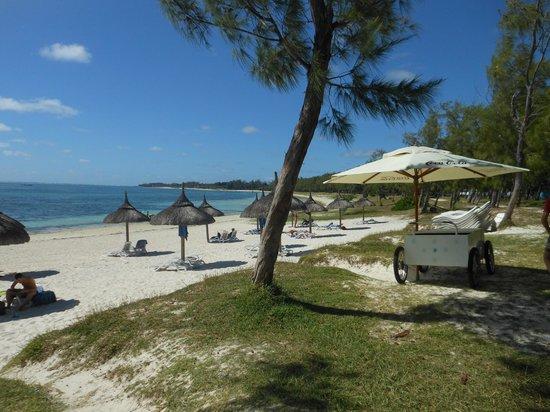Emeraude Beach Attitude: Plage avec la roulotte de Coco