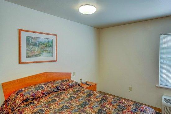 Value Place Denver, CO (Firestone): in room