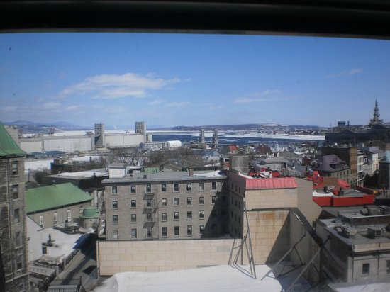 Hotel Manoir Victoria: View of the old port