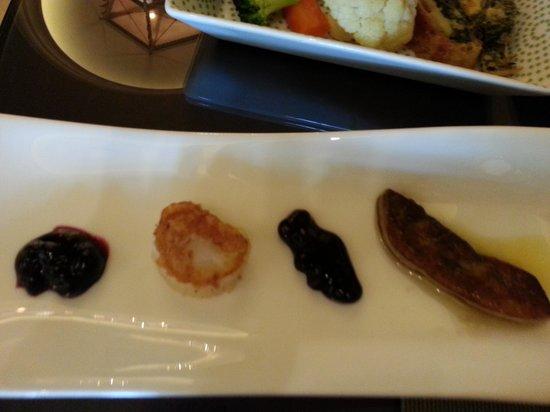 Shangri-La Hotel, Qaryat Al Beri, Abu Dhabi : Vieiras e foie gras