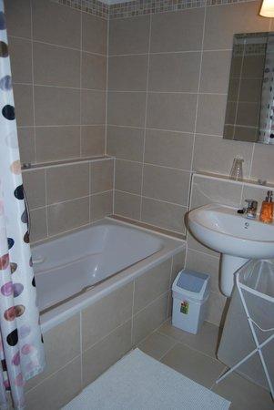 7Seasons Apartments Budapest: our bathroom