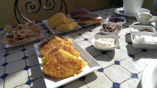 Dar Mehdi : 朝食パンがたくさん