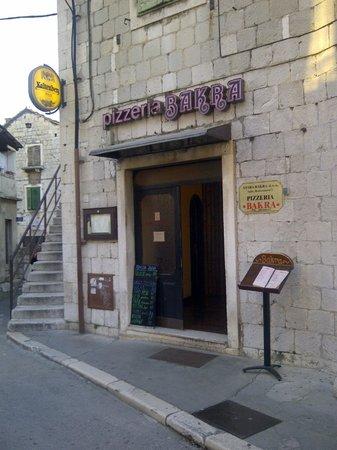 Bakra Pizzeria: Tiny street