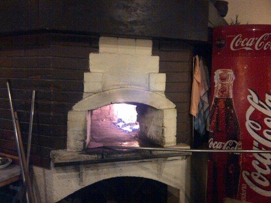 Bakra Pizzeria: Stoneoven