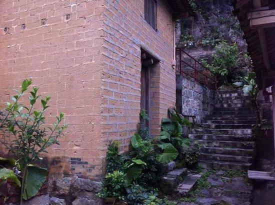 Valleluna Yangshuo: 通往高台餐厅的台阶