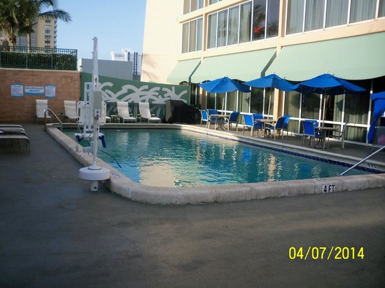 Courtyard Fort Lauderdale Beach: the pool
