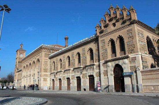 Estación del Ferrocarril: Привокзальная площадь