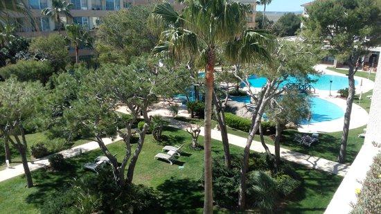 Grupotel Parc Natural & Spa: piscina y zona ajardinada