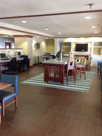 Holiday Inn Express & Suites Wilmington - University Center: Breakfast Great Room