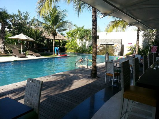 favehotel Umalas : Pool and poolbar area