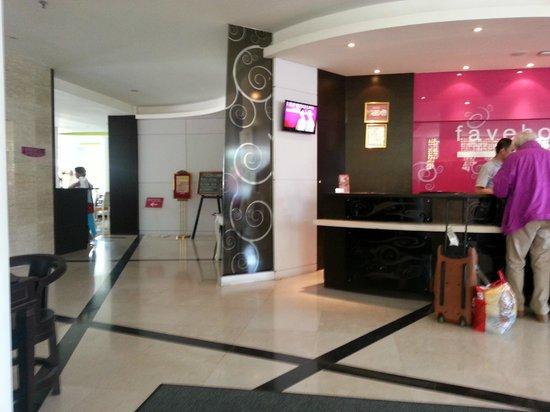 favehotel Umalas : Reception and lobby area
