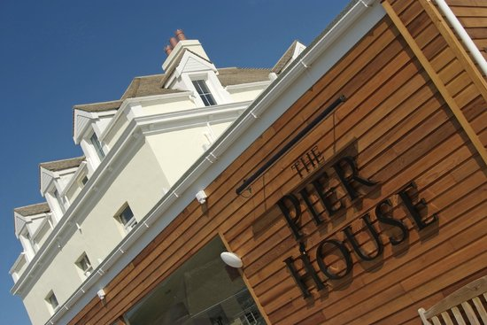 Pier House Hotel