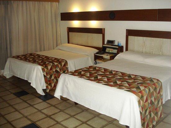Fiesta Bahia Hotel : QUARTOS ESPAÇOSOS