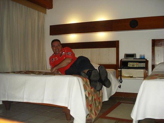 Fiesta Bahia Hotel: CAMAS CONFORTAVEIS