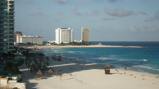 Sunset Royal Beach Resort: Vista esquerda do Hotel
