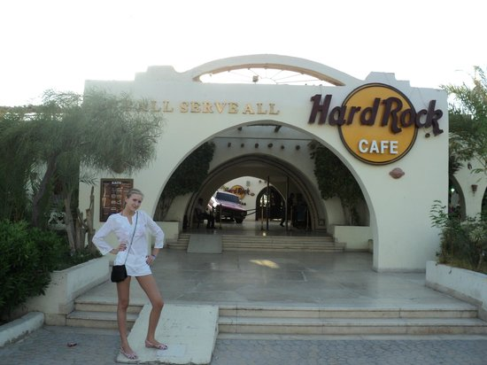 Hard Rock Cafe Hurghada : внутри дворика авто
