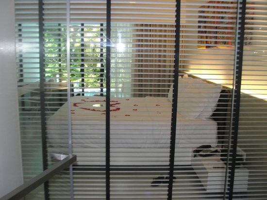 B-Lay Tong Phuket: VIEW OF ROOM FROM BATHROOM