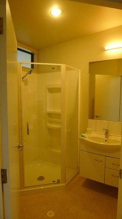 Sunset Motel: Clean Bathroom