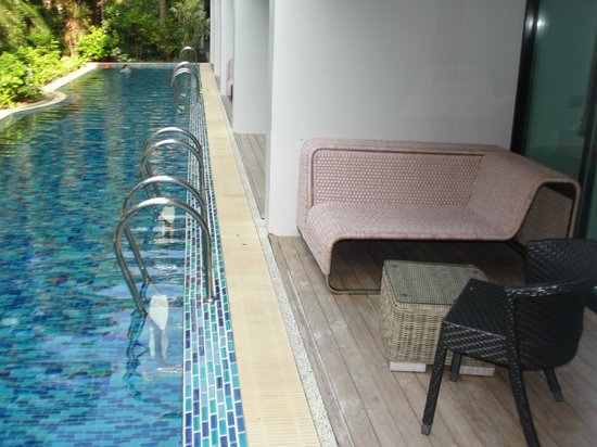 B-Lay Tong Phuket: SITTING AREA IN BETWEEN ROOM & PRIVATE POOL