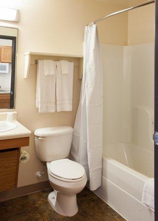 Value Place Goldenrod Road: Bathroom