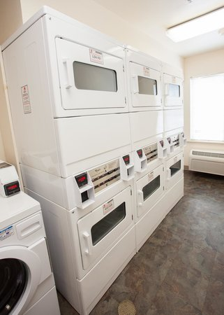 Value Place Goldenrod Road: Guest laundry