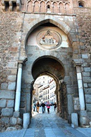 Puerta del Sol: Вход в замок