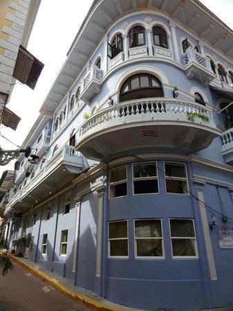 Magnolia Inn: exterior (note balconies)